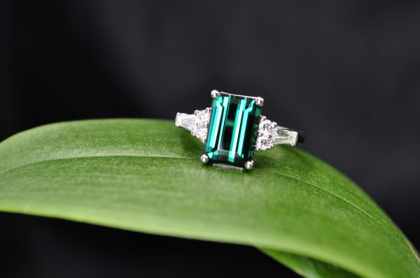 Maine Blue Green Tourmaline with 0.40cttw Diamonds in 18KW